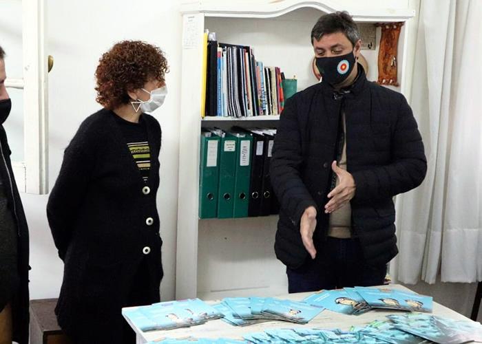 Supply entregó 17 mil libros de seguridad vial a la Jefatura Distrital de Azul