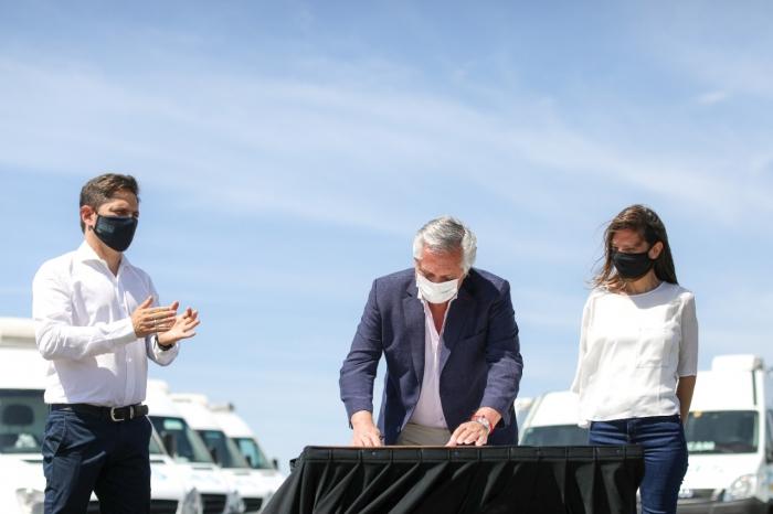 Kicillof participó junto a Alberto Fernández y Fernanda Raverta del acto de promulgación la Ley de Movilidad Jubilatoria