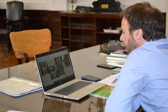López se reunió con el intendente Pugnaloni de Hipólito Yrigoyen para presentar la primera etapa de la restauración de la reside