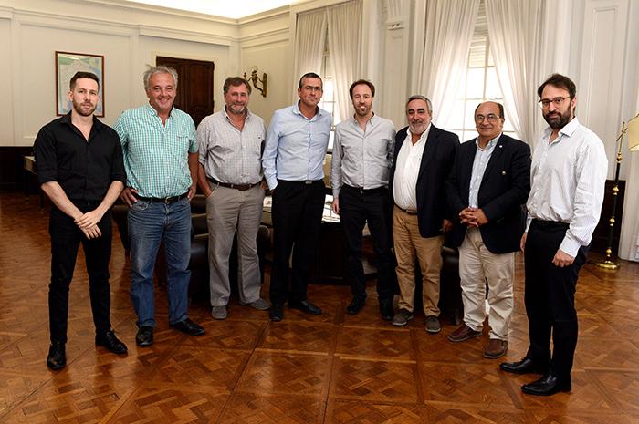 El ministro de Hacienda y Finanzas, Pablo López, se reunió con representantes del Foro de Intendentes radicales