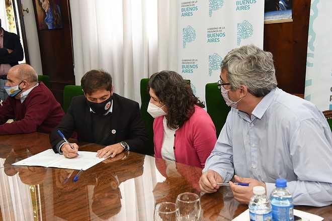 Kicillof, Rodríguez e intendentes firmaron convenios para la construcción de un Mercado Concentrador Frutihortícola y dos frigor