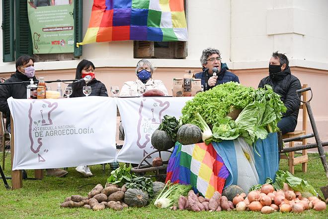 El MDA participó del lanzamiento de la Escuela Nacional de Agroecología del MTE
