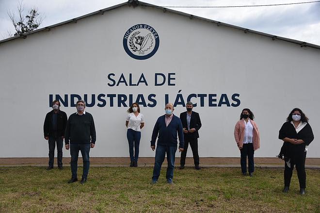 El ministro Rodríguez inauguró la sala de elaboración láctea