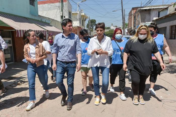 Nardini y Mayra Mendoza supervisaron obras de pavimento en Quilmes