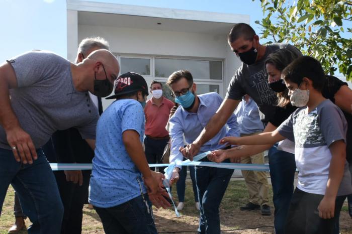 Con la presencia del ministro Simone, la Provincia entregó  viviendas en Tornquist