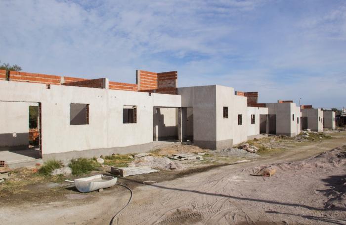 Con una inversión de $37 millones, avanzan las obras de viviendas en Pigüé