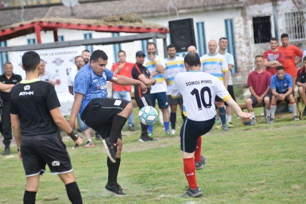 Organizamos un torneo de fútbol inclusivo: penitenciarios e internos se enfrentarán en la final en una cárcel de Florencio Varel