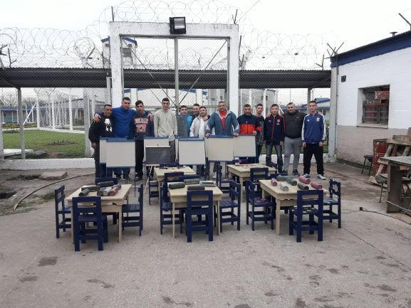 Fabricamos mobiliario y los donamos a un jardín de infantes de Ituzaingó