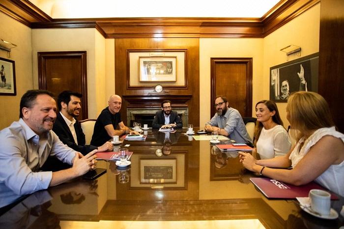 El ministro de Infraestructura y Servicios Públicos junto a las empresas Eden, Edes, Edea y Edelap.