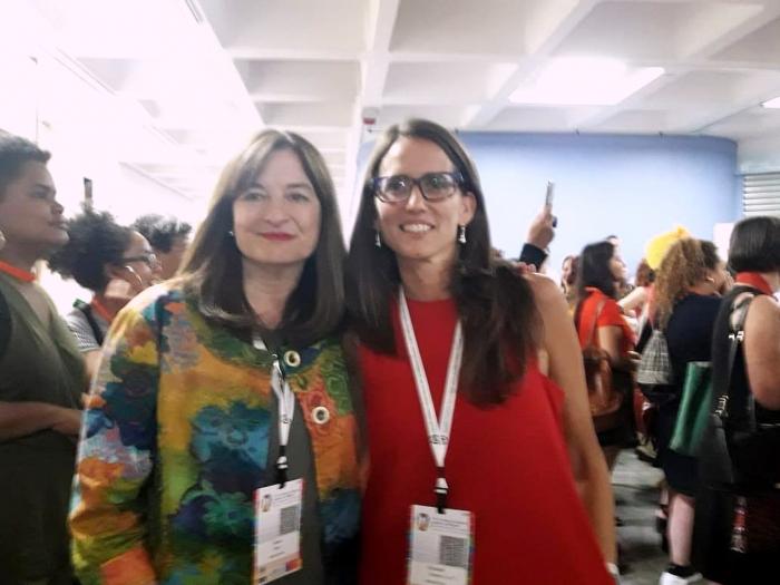 Las Ministras Estela Díaz y Elizabeth Gómez Alcorta en la conferencia de la CEPAL, en Chile