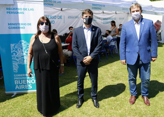 García, Kicillof y Cascallares en el operativo.