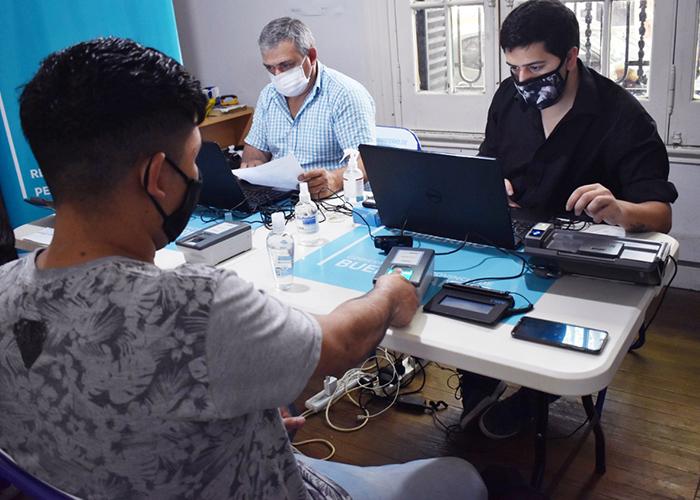 El operativo de documentación se desarrolló en la ciudad de La Plata.