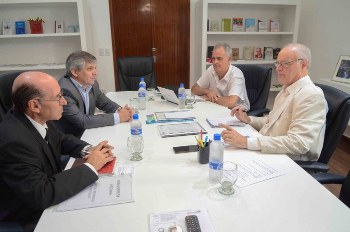 Encuentro de trabajo con el intendente y el secretario de Salud de Chivilcoy