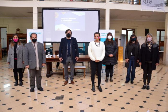 El viceministro y el equipo del ministerio en la presentación del programa.