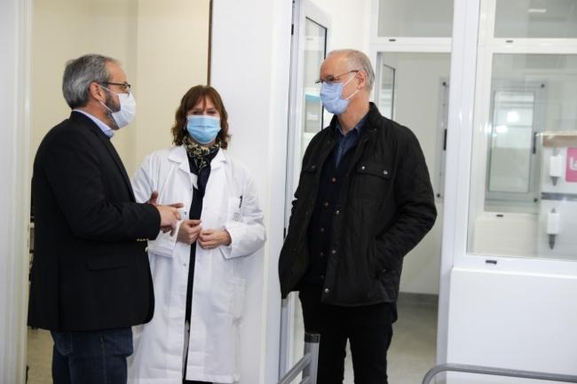 La directora del Rossi con el ministro Gollan y el director de Hospitales, Riera