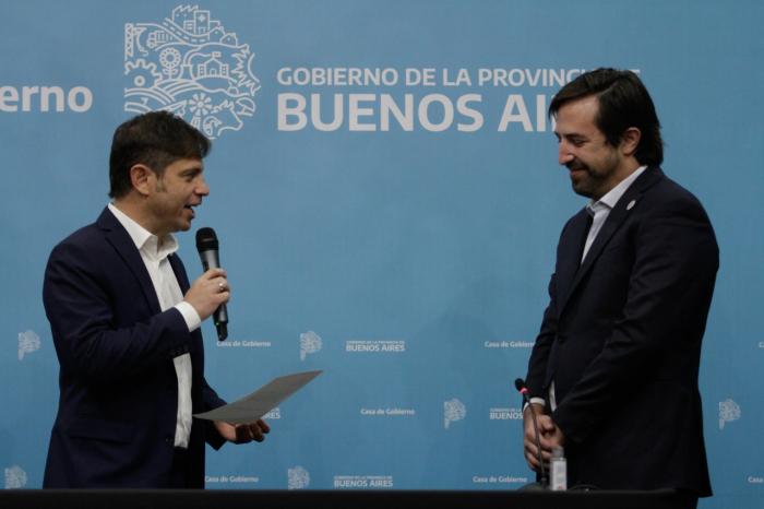 El Gobernador tomó juramento al nuevo Ministro.