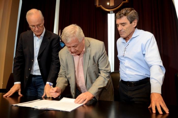 Firma del convenio en la facultad de Medicina de la UBA