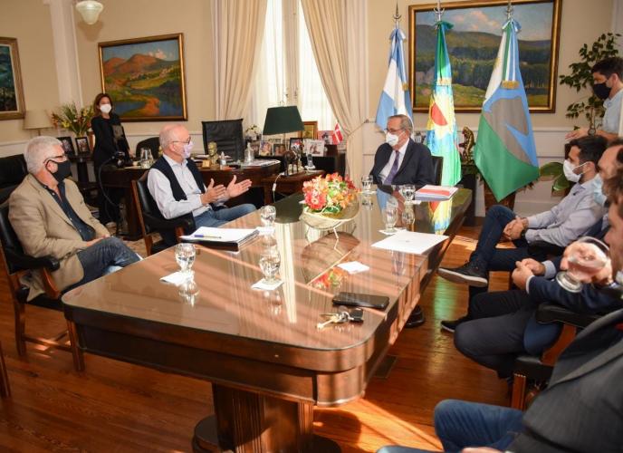 El ministro y el jefe de Gabinete durante la reunión en la municipalidad.