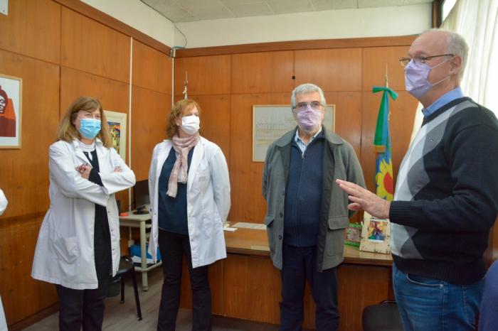 El ministro y la directora del Rossi en la UTMO.