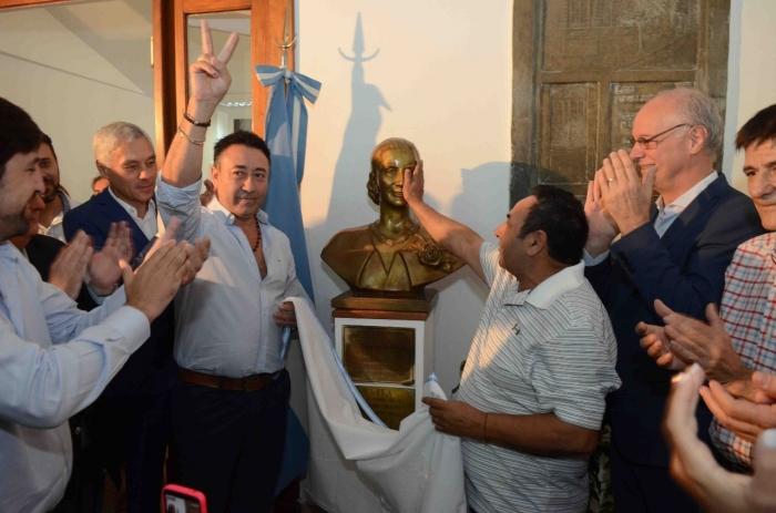 Restituyen los bustos de Perón y Evita en el ministerio de Salud de la Provincia