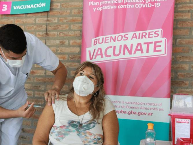 Salud llama a embarazadas con factores de riesgo para promover su vacunación