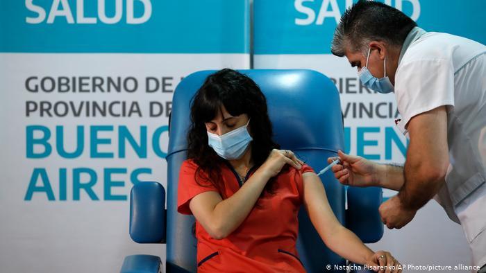 Podrán vacunarse universitarios/as que participen de tareas sanitarias.