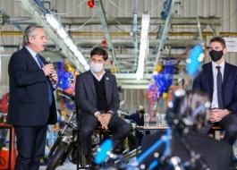 Kicillof participó junto al Presidente del lanzamiento de una nueva línea de producción de motocicletas