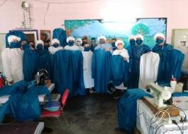 Internos de una cárcel de Gorina producen barbijos, camisolines y mascarillas para utilizar en el penal y para donar