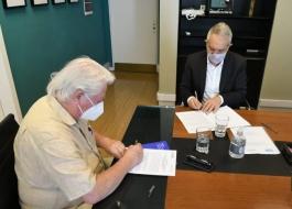 El Ministro de Justicia y Derechos Humanos, Julio Alak, firmó un convenio con el presidente del Instituto Nacional de Cine y Art