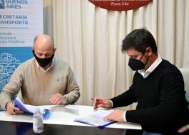 """Alejo Supply y Mariano Usen firmaron el acta para implementar """"Sube 100% Buenos Aires"""" en Coronel Rosales."""