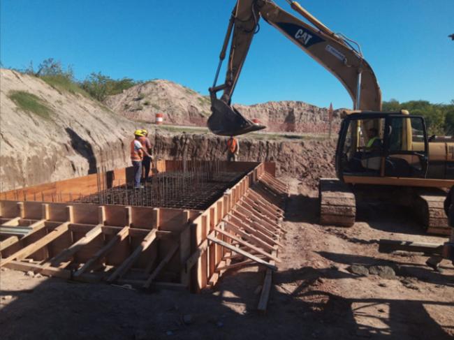 Tareas de construcción del nuevo puente de acceso a Goldney–Olivera
