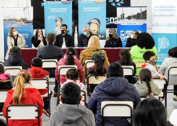 Transporte entregó 40mil libros educativos a las escuelas de Berisso y Ensenada