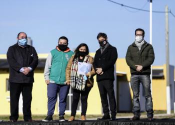 Kicillof y Álvarez encabezaron el acto de entrega de 53 viviendas en Ranchos
