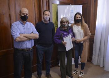 """El Ministro López entregó escrituras del plan """"Mi Escritura, Mi Casa"""" en Pehuajó"""