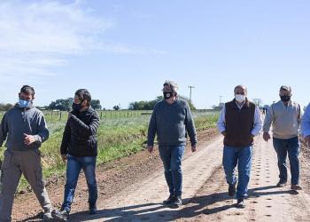 Rodríguez recorrió obras del plan de Caminos Rurales en General Paz y Brandsen
