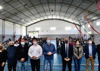 Comenzó la entrega en Alberti y sigue enCarlos Casares, Carlos Tejedor, Hipólito Yrigoyen, Leandro N. Alem y Pehuajó.