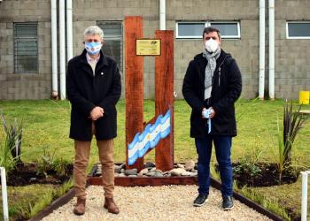 La terminal de Villa Gesell ya cuenta con placa  referida a las Islas Malvinas