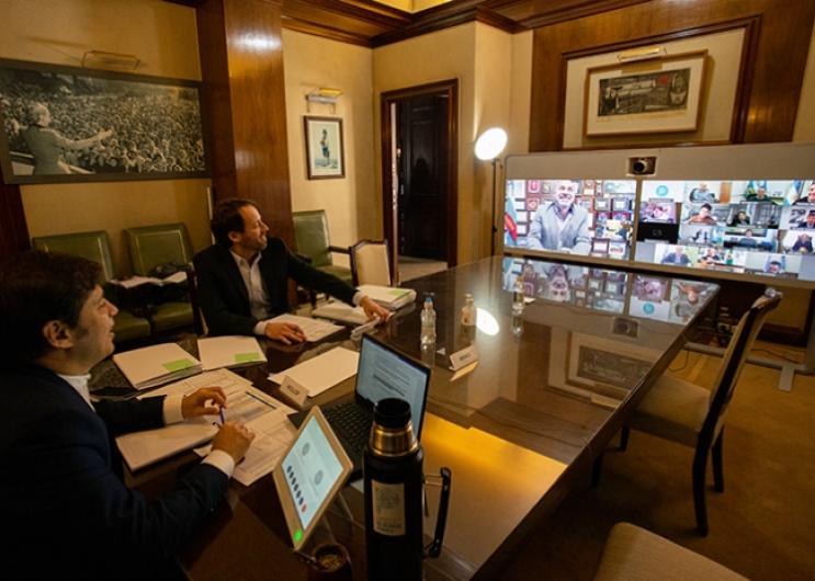 Kicillof y López en teleconferencia con intendentes.