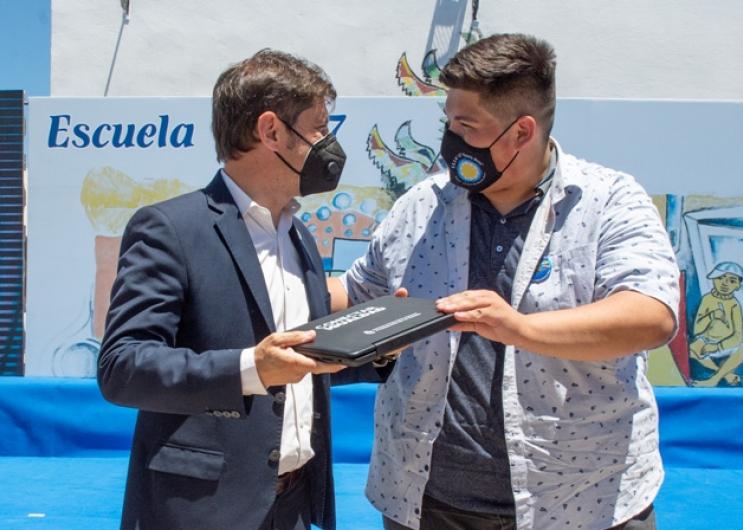 Kicillof y Vila entregaron netbooks en Rafael Castillo