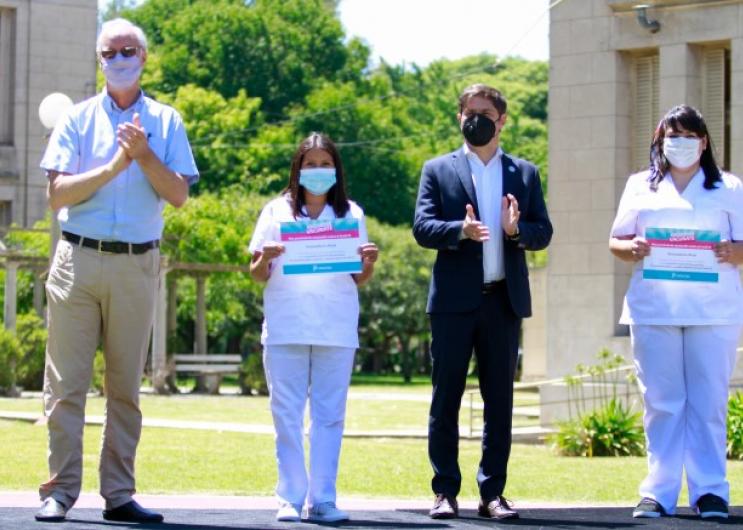 Kicillof y Gollan entregaron un diploma de reconocimiento a quienes finalizaron el curso de Vacunadores Covid-19