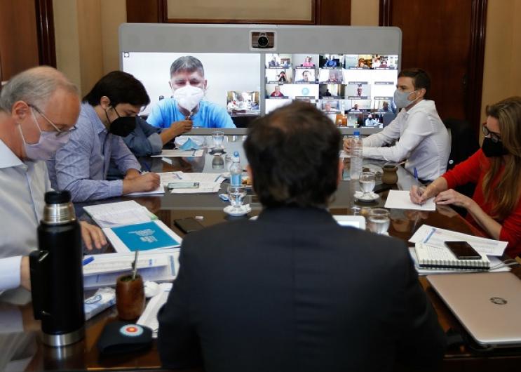 Reunión con Comité de Expertos e intendentes