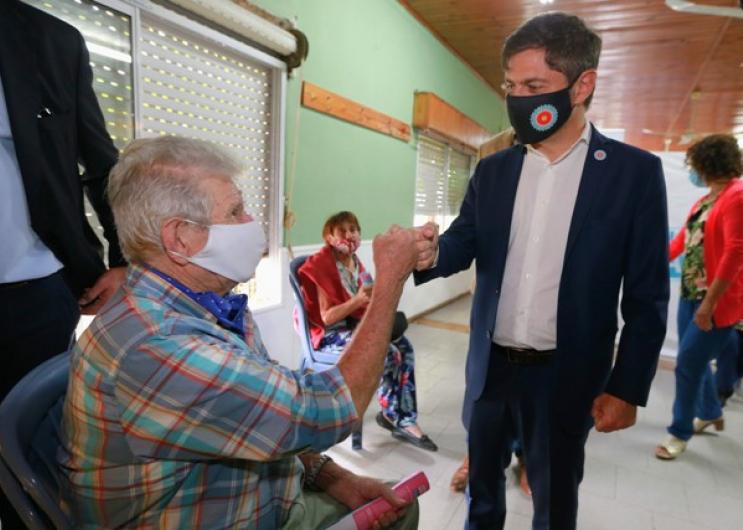 Kicillof visitó un operativo de vacunación en Magdalena