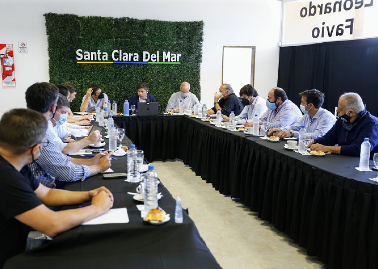 Kicillof y su gabinete se reunieron con intendentes de la Costa