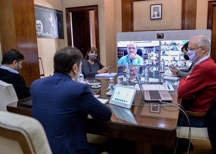 Kicillof y gabinete durante la reunión con intendentes