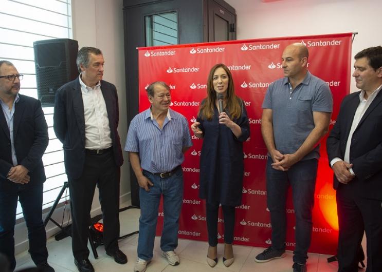 Vidal participó hoy de la inauguración de la primera sede de un banco en el Barrio Itatí de Quilmes.
