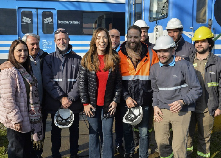 La gobernadora de la provincia de Buenos Aires, María Eugenia Vidal, recorrió esta mañana un taller ferroviario.