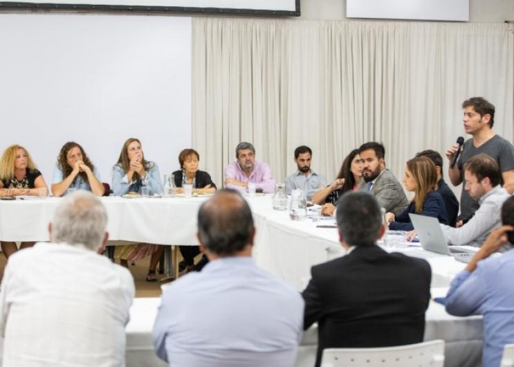 El Gobierno bonaerense inició las primeras reuniones técnicas con los gremios docentes y estatales con el objetivo de alcanzar u