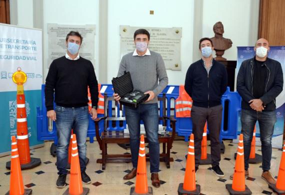 Supply entregó alcoholímetro y kit de seguridad vial en Olavarría
