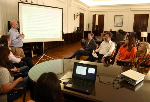 Damián Bonari durante la presentación del director provincial de estadísticas, Matias Belliard.