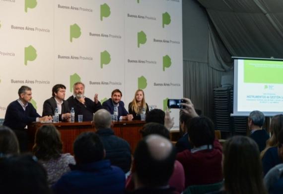 El ministro De la Torre junto a Álvarez de Celis y Sánchez Sorondo.